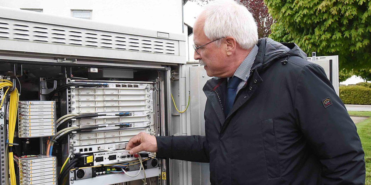 Startschuss: Bürgermeister Wiesemann gibt schnelles Internet frei