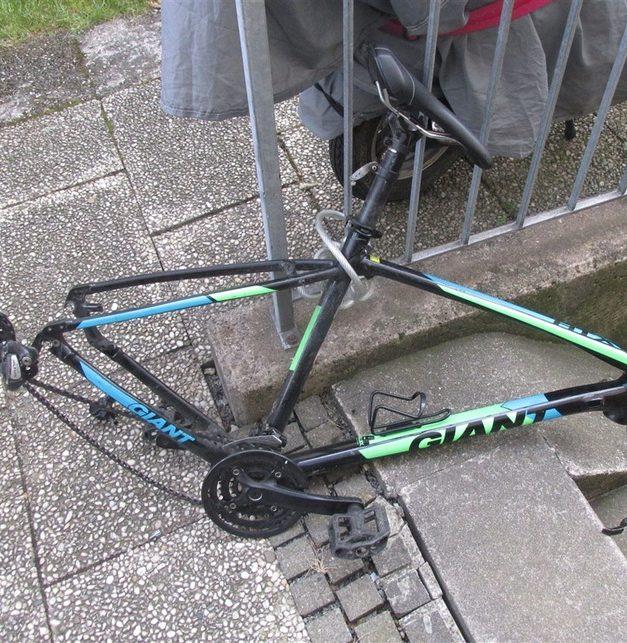 Fahrrad komplett ausgeschlachtet