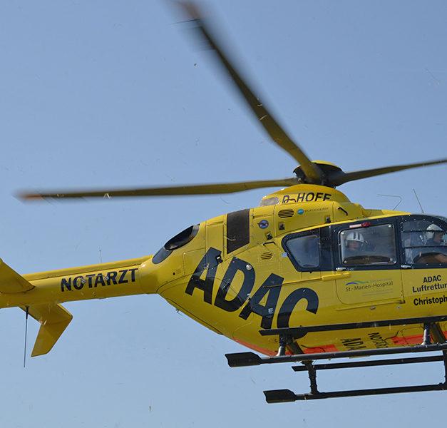 81-jähriger Motorradfahrer schwer verletzt – Hubschrauber im Einsatz