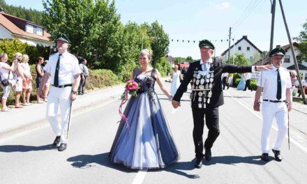 Sonntag-Festzug in L.A.: Königin Hiltrud ein echter Hingucker