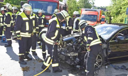 Ist Neuenrader Mercedesfahrer mit 100 km/h in Opel Corsa gerast? – Polizei sucht noch Zeugen