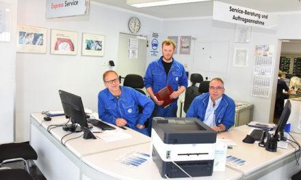 Jubel im Autohaus Levermann nach hoher Auszeichung durch Volkswagen-Service Deutschland