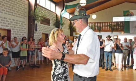 IMPRESSIONEN: Nach Proklamation schwebt Königspaar HD und Monika Kolossa über das Parkett