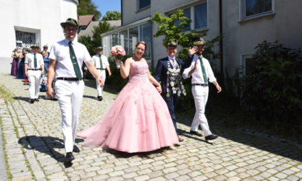 FOTOGALERIE: Prächtiger Eisborner Sonntags-Festzug in Farbe – TEIL 1