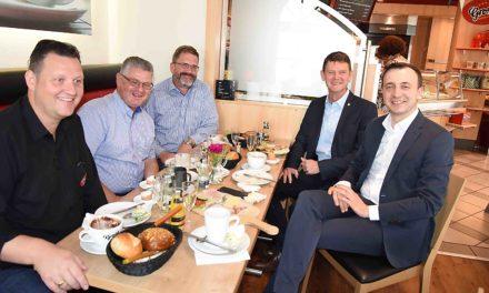CDU-Generalsekretär Ziemiak zum Frühstück mit Ei in Balve