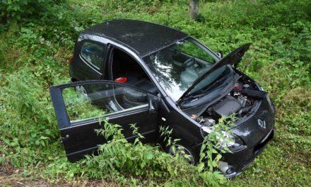 """Unfall B 515: Balverin rammt mit ihrem Auto Leitpfosten – """"Auto schön im Graben eingeparkt"""""""