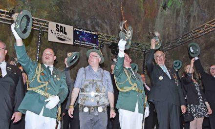 König Schulte marschiert im Festzug ohne Königin – aber mit Hofstaat