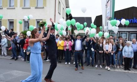 FOTOGALERIE FESTZUG – TEIL 2: Grünweiße Luftballons zu Ehren der neuen Majestäten