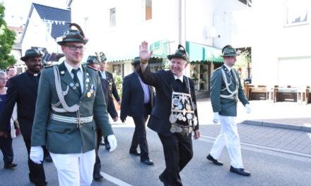 Festzug-Impressionen: Schützenkönig Schulte und Hofstaat präsentieren sich in vollem Ornat