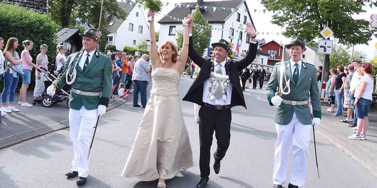 Prächtiger Festzug – Mellen feiert neues Königspaar Becker
