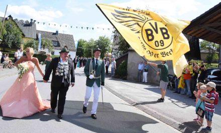 IMPRESSIONEN: Imposanter Mellener Festzug mit schwarz-gelbem Anstrich