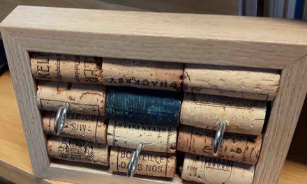 Pinnwände basteln aus alten Korken: Kreativer Montag in der Balver Bücherei
