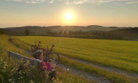 Malerischer Sonnenuntergang in Balve auf Platz 2