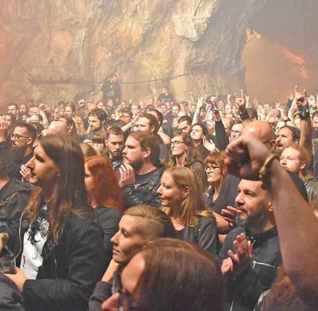 Glänzender Start des Prophecy-Festivals in der Höhle