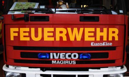 Polizei ermittelt: Feuerwehr löscht Gartenhütte in Frühlinghausen ab