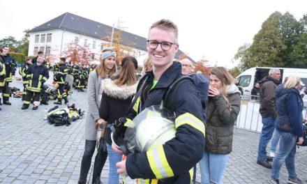 Sieger Jan Schwartpaul und der Hemeraner Firefighter-Run in Farbe