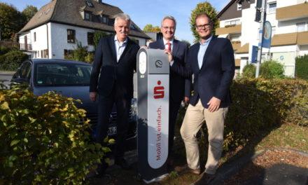 BALVE: Erste öffentliche E-Ladestation in Betrieb – Stadt kauft sich Elektro-Auto