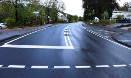 EILMELDUNG B 229: Sinnfreie Straßenmarkierung korrigiert – Was passiert mit Verkehrsschildern?