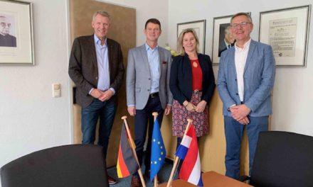 WEICHENSTELLUNG: Heerder Bürgermeisterin Koops-Scheele zu Gast im Rathaus