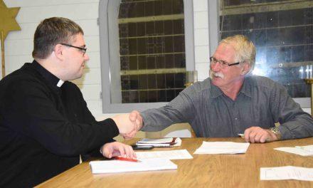 Paukenschlag: Vikar Kiene bleibt Balvern noch ein Jahr erhalten