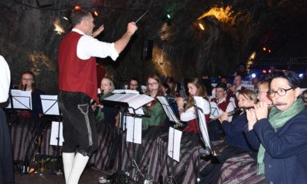 FOTOGALERIE: Farbenprächtiges Oktoberfest in Balver Höhle – Teil 1