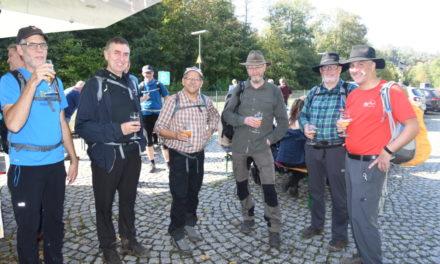 FOTOGALERIE: SGV-Wanderer feiern Jubiläum des FV Kulturbahnhof Binolen mit