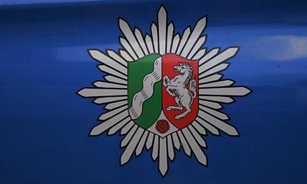 Brennendes Papier in Baumkrone geworfen – Polizei ermittelt