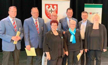 Ehrenzeichen in Gold für Garbecker Sänger Bernd Prior und Sängerin Erika Volmer