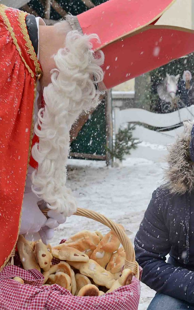 Nikolaus und Musikverein Balve sind beim Advents-Shopping dabei