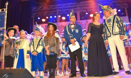 PROKLAMATION: Andreas II. und Michaela I. führen Kornblumenblau an