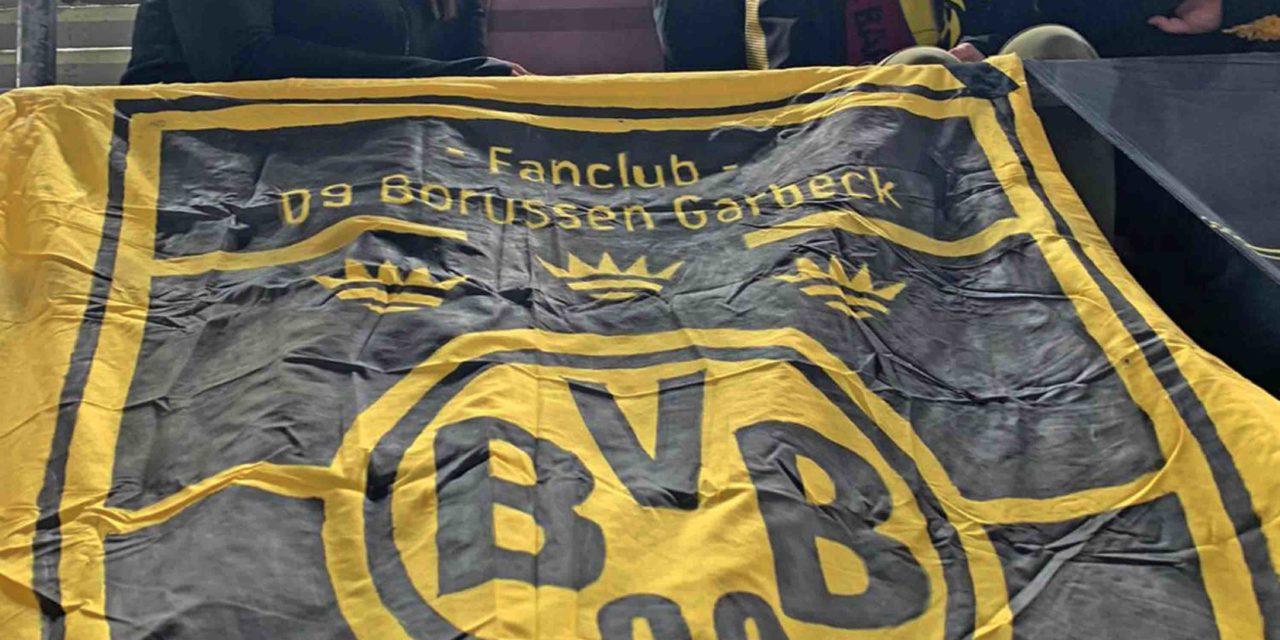 BARCELONA: Fan-Club-Fahne der 09 Borussen Garbeck prangt im Camp Nou