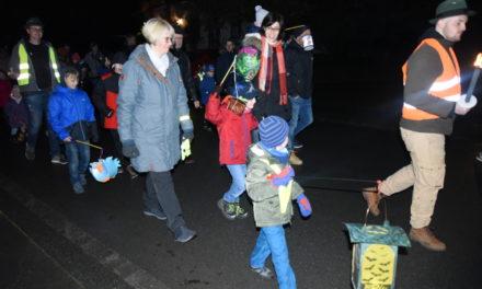 Golddorf eröffnet Reigen der Martinszüge in Balve