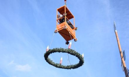 FOTOSTRECKE: Maikranz muss Adventskranz weichen