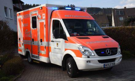 """Rettungsdienst und Notärztin klingeln """"hilflosen"""" Mann aus dem Bett"""