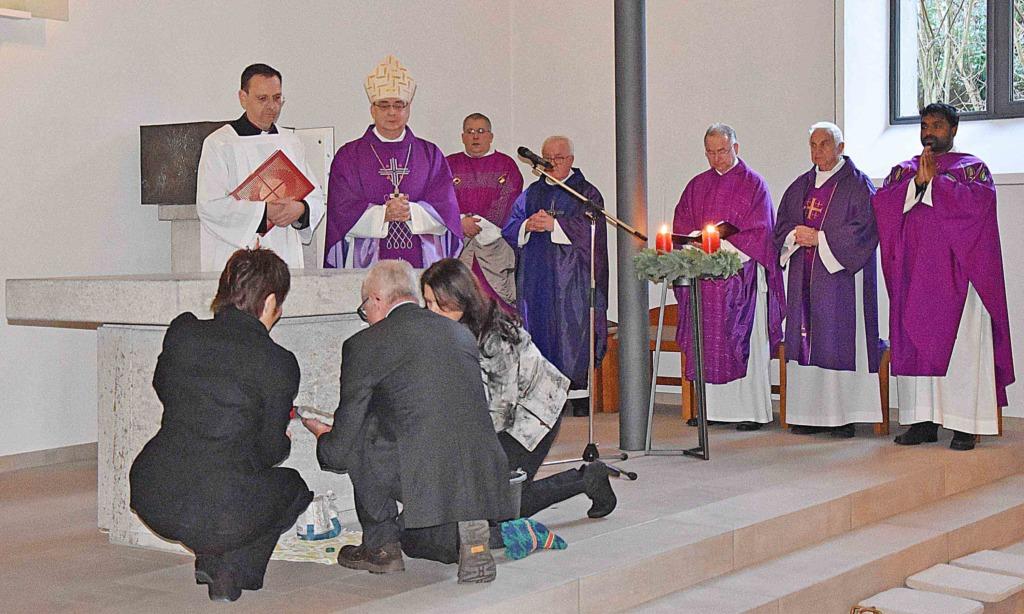 Schöne Momente von der Segnung der St.-Antonius-Kirche in Farbe