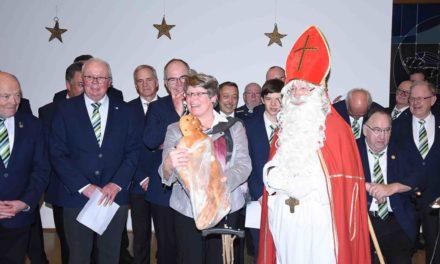 St. Nikolaus und MC Balve erfreuen die Senioren