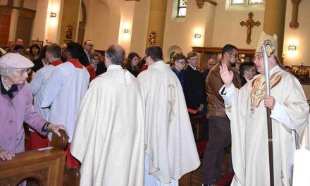 Weihbischof Dr. Meier nimmt Konkresation der St.-Antonius-Kirche Eisborn vor
