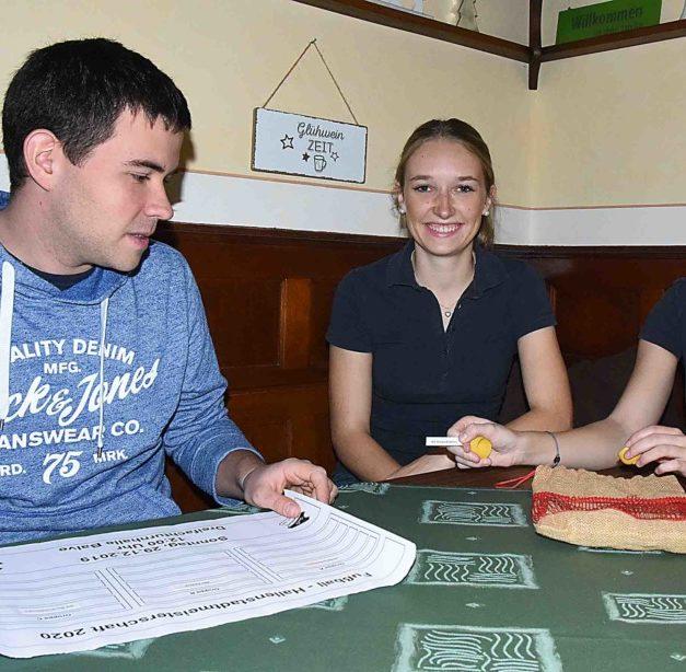 EILMELDUNG: Glücksfeen Paulina und Carla losen Spiele für Hallenspektakel aus