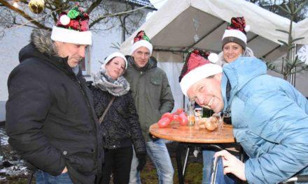 SONNTAG: Weihnachtszauber in der Dorfmitte