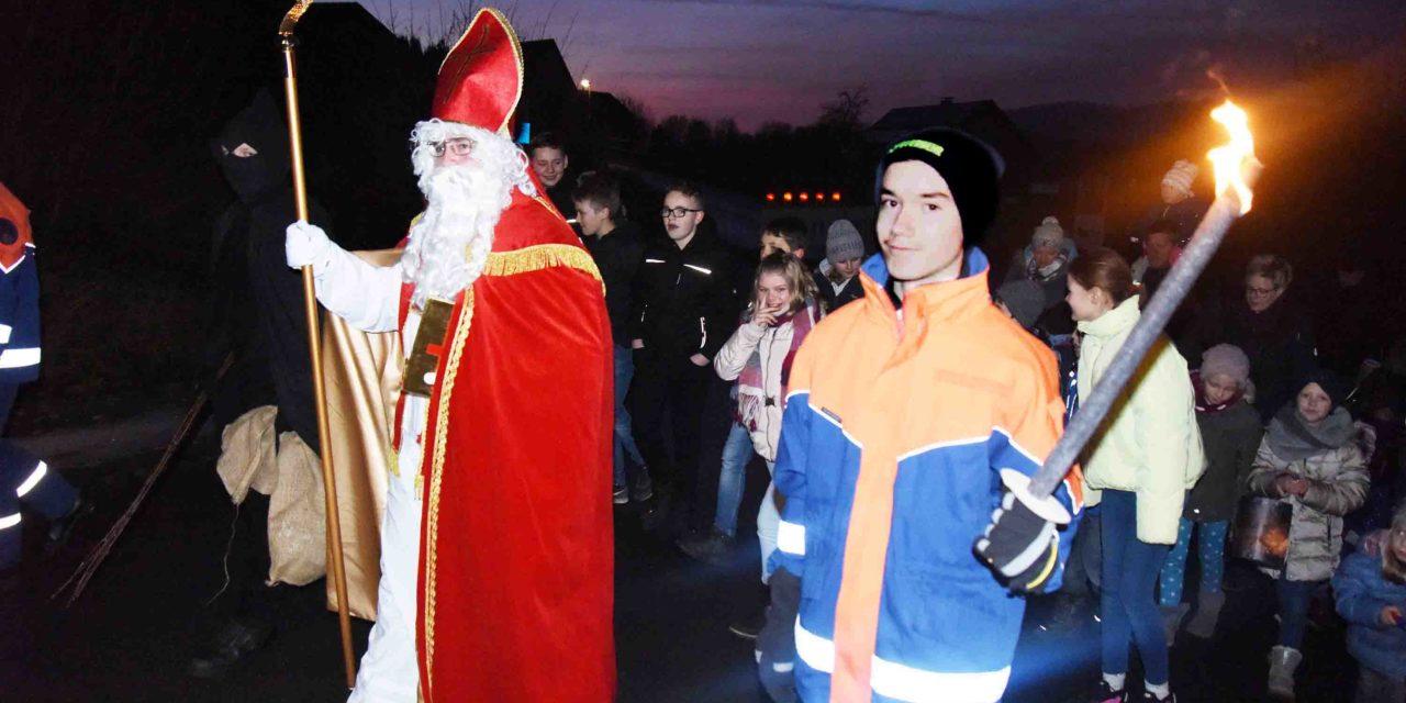 HEUTE ABEND: Beckumer Nikolauszug in bunten Farben