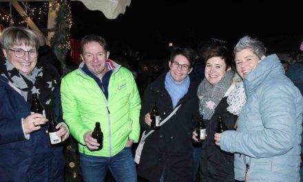 Balver Weihnachtsmarkt: Stimmungsvolles Samstagabend-Finale in bunten Bildern