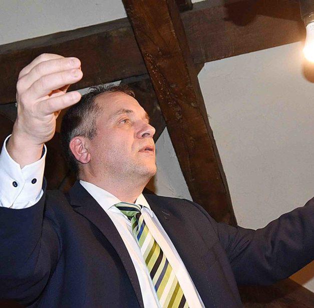 EILMELDUNG: Alexander Jedowski feiert mit Tränen in den Augen Comeback im MC-Vorstand