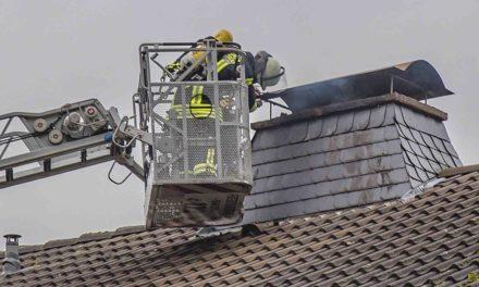 """Feuerwehr Balve arbeitet Kaminbrand in der """"Amecke"""" in 45 Minuten ab"""