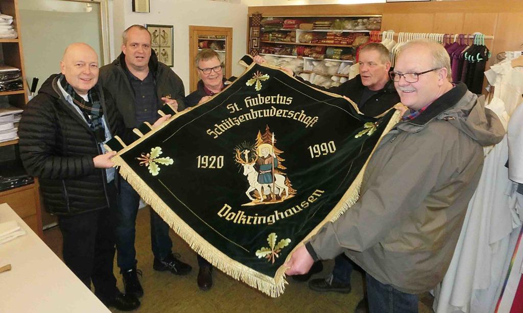 St.-Hubertus-Schützen holen Fahne in Heimat zurück