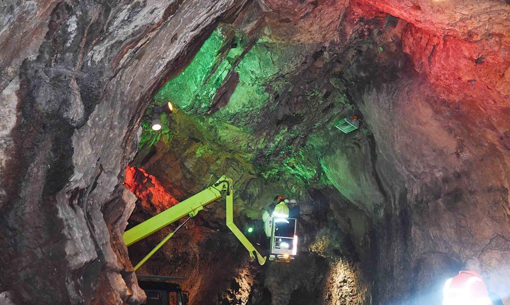 Bilder vom Härtetest in der Balver Höhle