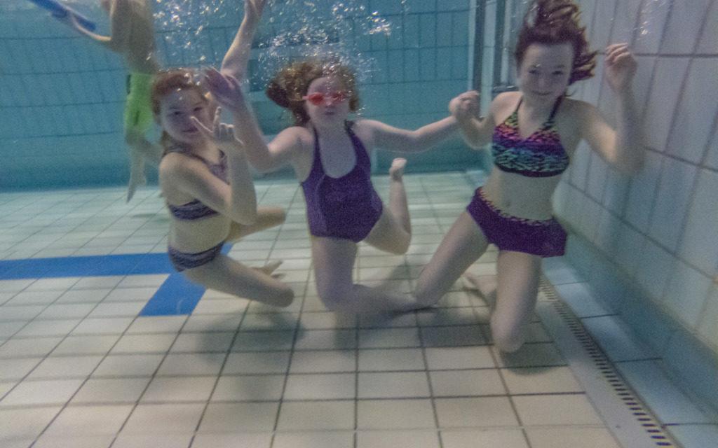 HEUTE ABEND: Schwimmbad-Disco in Farbe