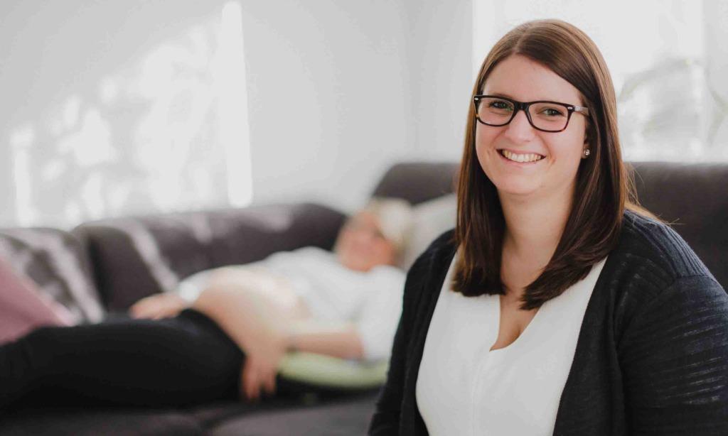 """Lisa Schäfer: """"Mobile Hebamme"""" hat Sprung in Selbstständigkeit nicht bereut"""