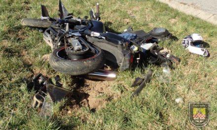 Biker nach missglücktem Überholmanöver schwer verletzt