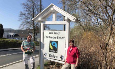 Fairtrade-Schilder instand gesetzt und neu gestrichen