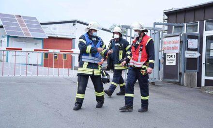 HEUTE ABEND: Feuerwehr rückt zur Firma Paul Müller aus